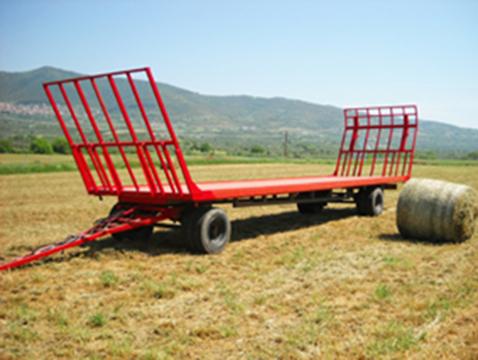 Прицеп для перевозки сена в рулонах
