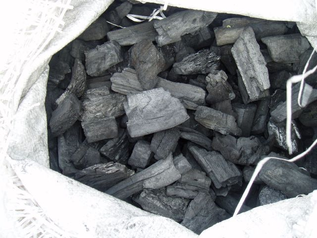 Αγορά Ξυλοκάρβουνο σε σακούλες των 15kg πολυπροπυλενίου