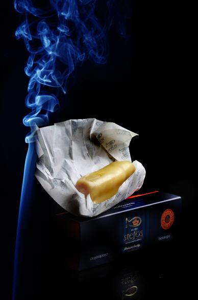 Αγορά Traditional Smoked Botargo Stefos in a waxed bar, placed in a protective box /Παραδοσιακό Αυγοτάραχο Στέφος Καπνιστό μπαστουνι καλυμμενο με κερι, μεσα σε κουτι