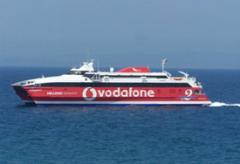 Barcos fluviales de cargos y pasajeros