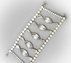 Βραχιόλια και σκουλαρίκια