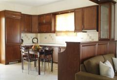 Κουζίνα από ξύλο οξιάς με inox λαβές