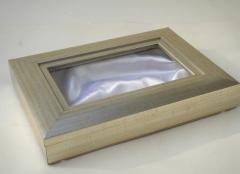 Στεφανοθηκη ξύλινη με ασημί κάσα ΣΤ1353