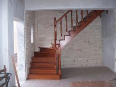 Ξύλινες σκάλες / wooden stairs