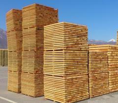 Πριστή ξυλεία από ξύλο οξιάς και λεύκης σε