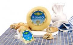 Σκληρό τυρί χαμηλών λιπαρών Regato σε συσκευασία