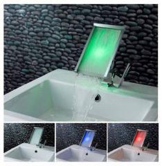 Μπαταρία νιπτήρα με ενσωματωμένο RGB LED φωτισμό.
