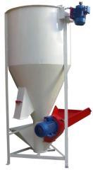 Feed mixers