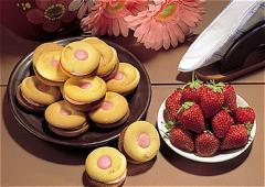 Κεράσματα σοκολάτας και Πτιφούρ με Μαρμελάδα ή Κρέμα
