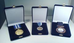Velvet display cases for medallions