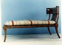 Καναπές φτιαγμένος από Ελληνικό ξύλο καρυδιάς
