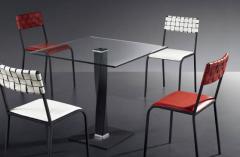 Τραπέζι Τ411 με ψημένο τζάμι διάφανο ή κόκκινο.