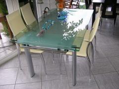 Καρέκλα και τραπέζι