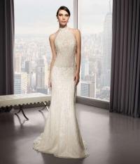 Στενό ολοκέντητο νυφικό λευκό γίά μια νύφη μεγάλης