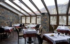 Εστιατόριο στο ξενοδοχείο με πλούσιο μπουφε όλες τις ώρες της ημέρας